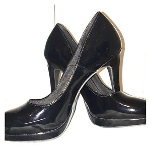 Fioni Black Close Toed Heels Size 7